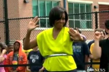 Michelle Obama Dancing :-) 'The Dougie' At Alice Deal Middle School